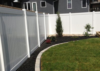 new pvc yard fence pic 2